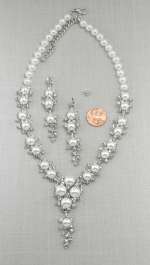 Pearl/Silver Four Pearl Pendant With Tassle Necklace Set