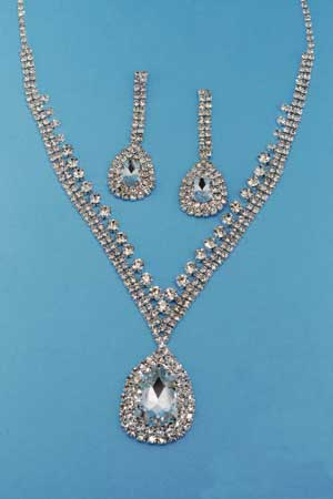 Clear/Silver Big Center Pear Silver Round Stone Set