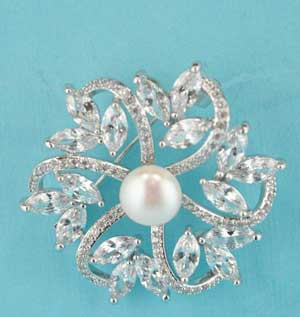 Cubic Zirconia/Pearl Round Shape Center Pearl Stone Pin