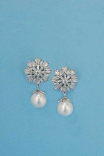 Pearl/Clear Top Snow Shape Dangle Earring