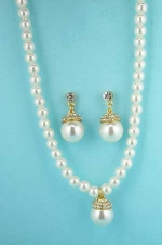Ivory Pearls/Gold With Large Pearl Pendant Necklace Set