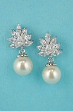 "Cubiz Zirconia/Pearl Top Leaves Shape 1"" Post Earring"