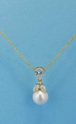 Cubic Zirconia/Pearl Gold Top Flower Shape Necklace