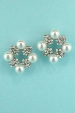 "Pearl/Clear Silver Four Pearls 0.8"" Earring"