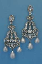 """Pearl/Clear Gold 4"""" Big Pieces Three Dancing Pearl Pearshape Earring"""